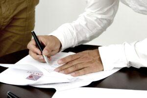 Podpisywanie umowy - trzeba dbać o szczegóły i nie pozostawiać nieuzupełnionych rubryczek w formularzu