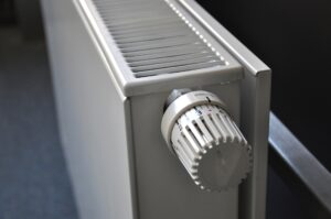 Grzejnik płaski - wykorzystywany do ogrzewania domu gazem ziemnym