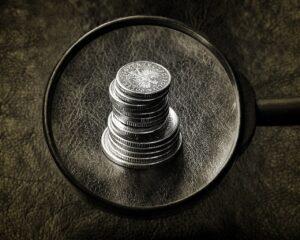 Stos monet pod lupą - badamy, jak zmiany wpłyną na nasze wydatki