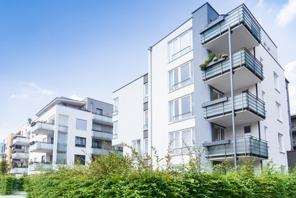 widok na nowe bloki mieszkalne