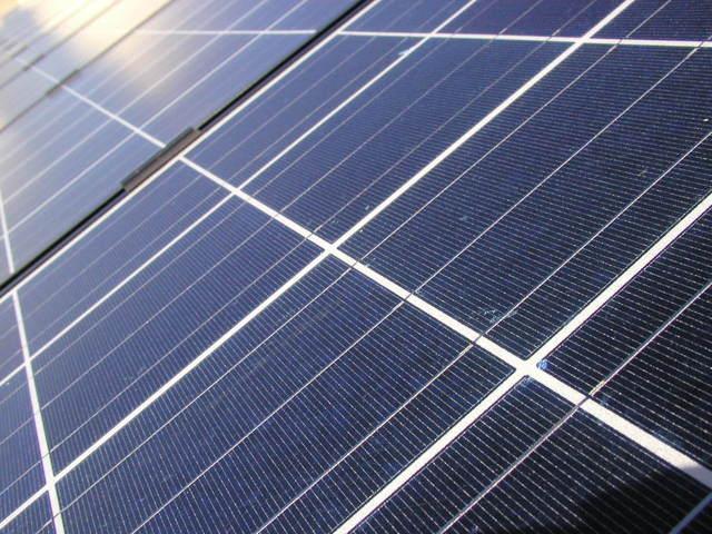 panele słoneczne z bliska