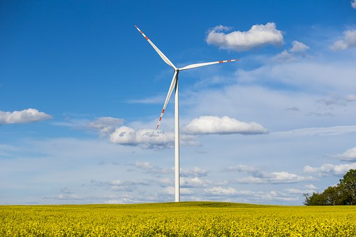 turbina wiatrakowa moc OZE stoi w Polsce w miejscu