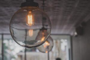 zapalona lampa - decyzja ure w sprawie taryf 2020