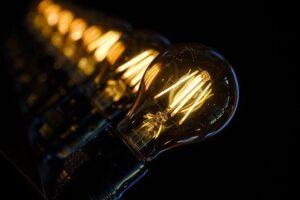 żarówki - ceny prądu 2020